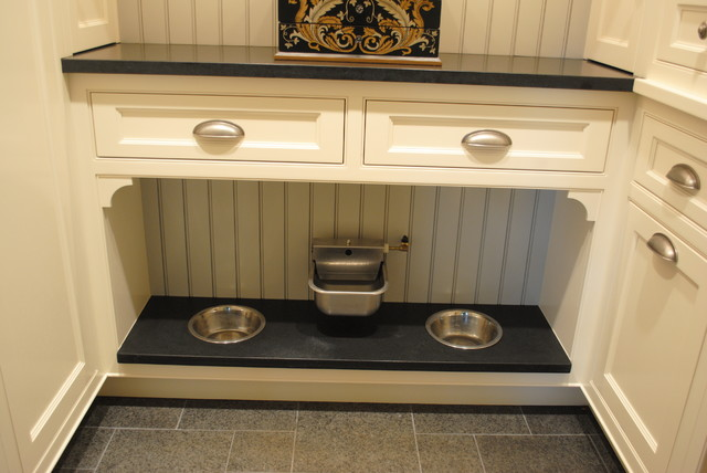 Example of a classic laundry room design in Baltimore