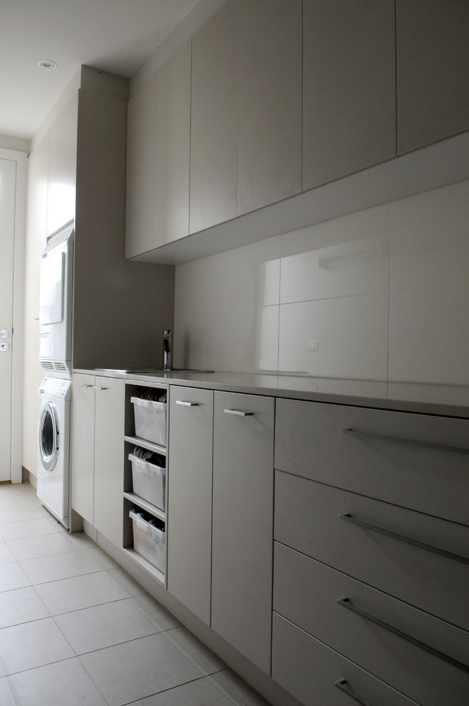 Inspiration for a contemporary laundry room remodel in Melbourne