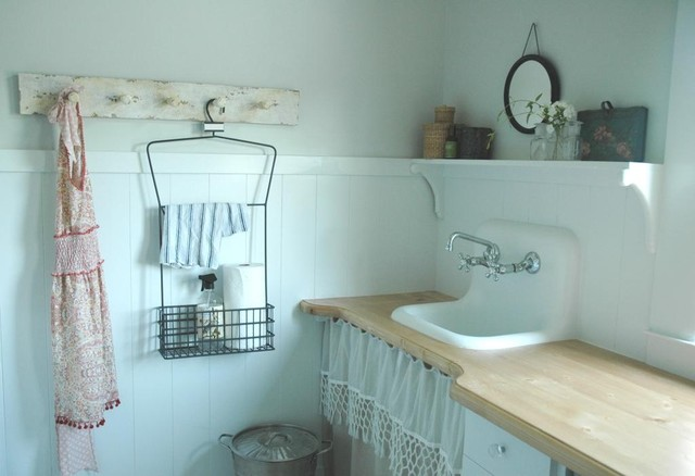 Rie eclectic laundry room