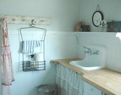 Rie farmhouse-laundry-room