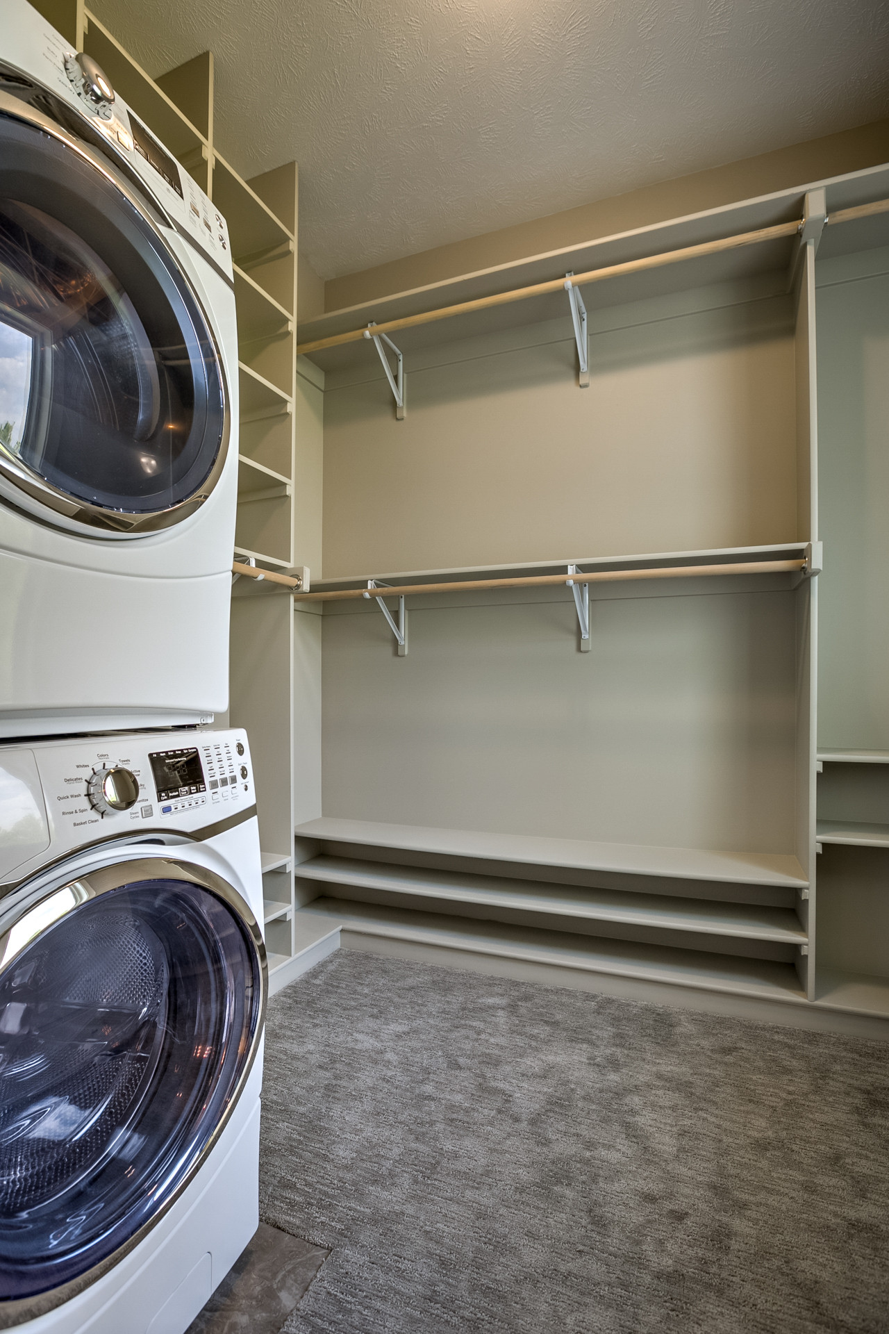 75 Beautiful Carpeted Laundry Room Pictures Ideas December 2020 Houzz