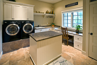Rustic-Comfort-traditional-laundry-room