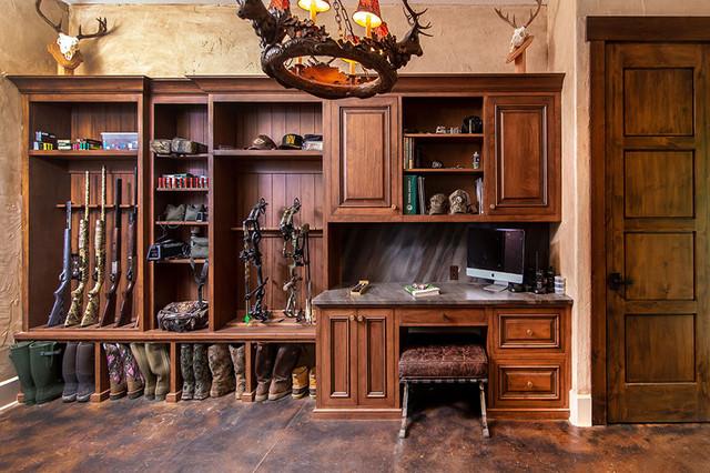 Rustic Modern Hunting Lodge Gun Room Laundry Room Rustikal Hauswirtschaftsraum Charlotte Von Greenbrook Design Center