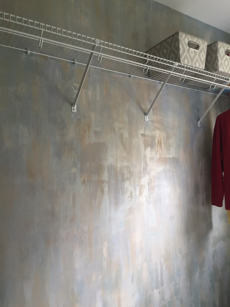 Transitional laundry room photo in Cincinnati