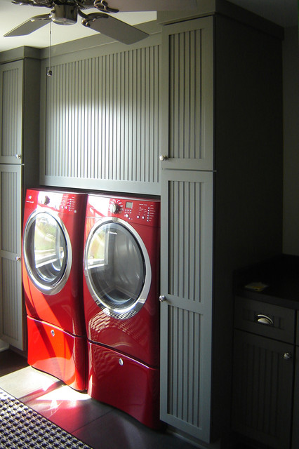 Shimon Luandry traditional laundry room