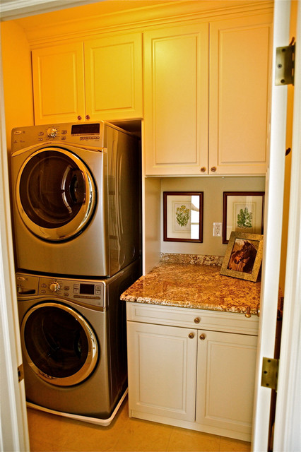 Small Laundry Room Traditional