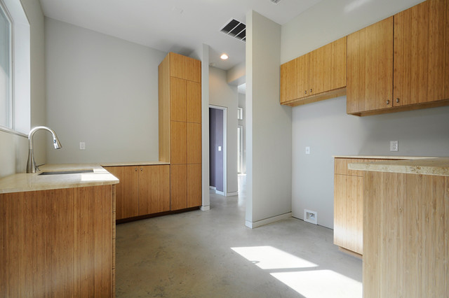 Spicewood contemporary laundry room