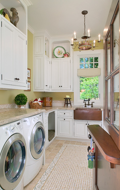 Laundry room - traditional laundry room idea in Grand Rapids