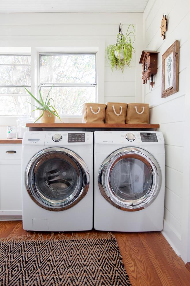 Laundry room - farmhouse laundry room idea in Charleston