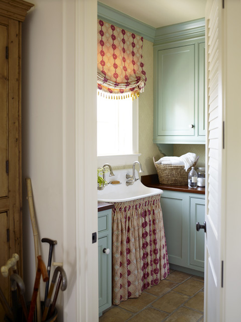 Vintage Style: When, Why And How To Use A Sink Skirt