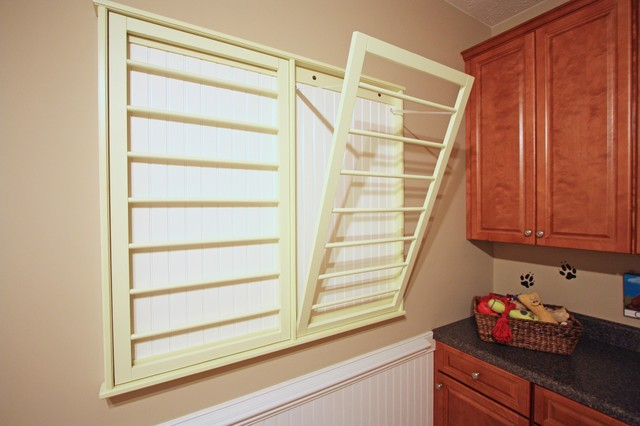 Williamsburg colonial Laundry room drying rack ideas