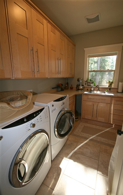 Wooded 2-Story traditional-laundry-room