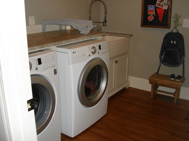Zup Residence traditional-laundry-room