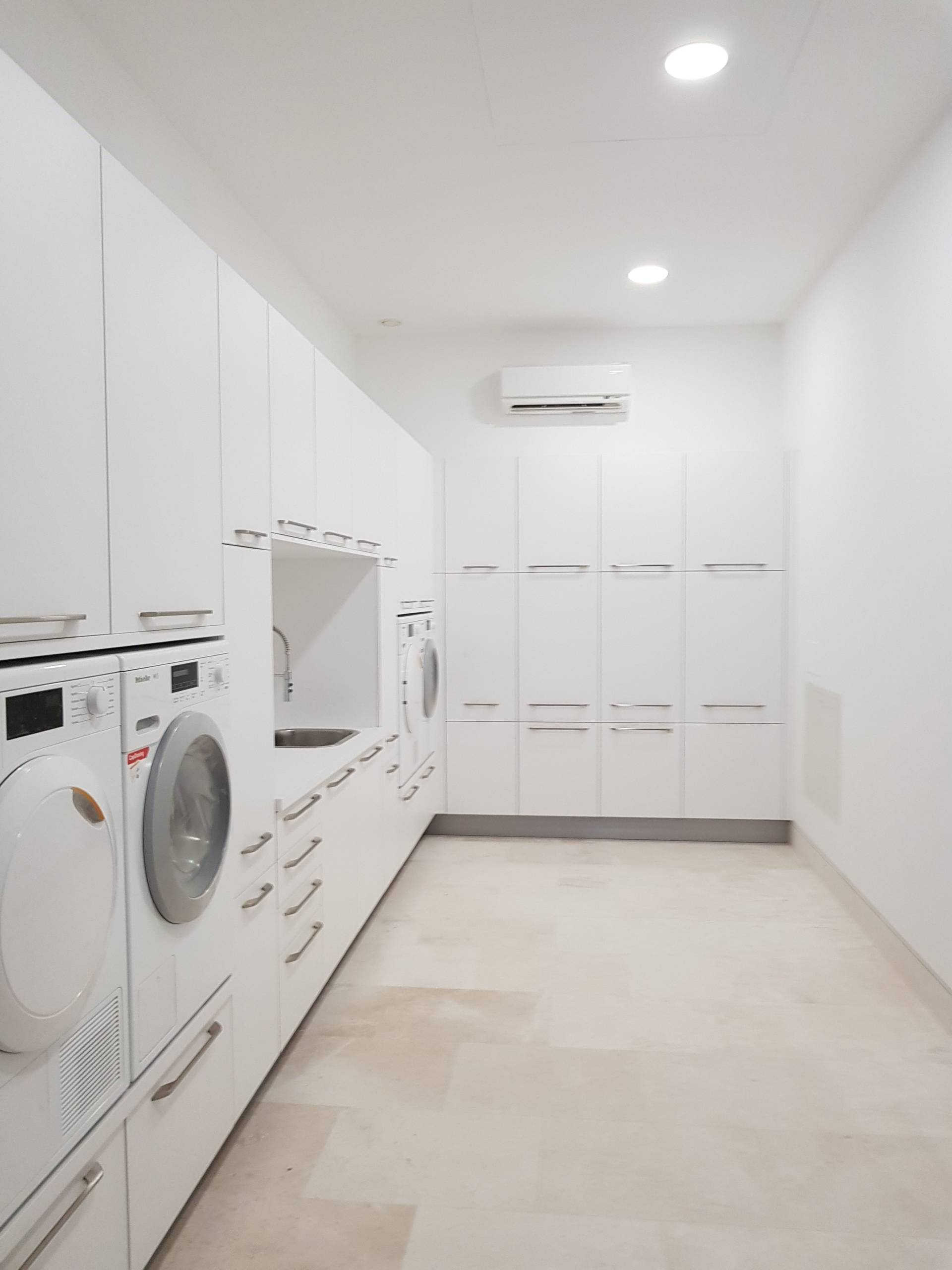 75 Beautiful Laundry Room With Ceramic Backsplash Pictures Ideas December 2020 Houzz