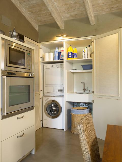 Tres espacios en uno cocina lavadero y planchador for Casa con lavadero