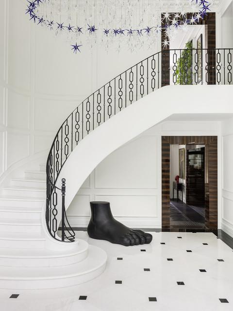 Дом на Николиной Горе: интерьер в парижском стиле トランジショナル-階段