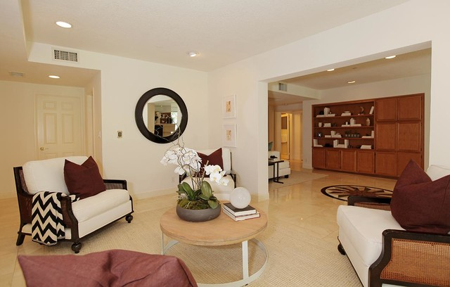 150 Ocean Park Blvd #318 & 319 beach-style-living-room