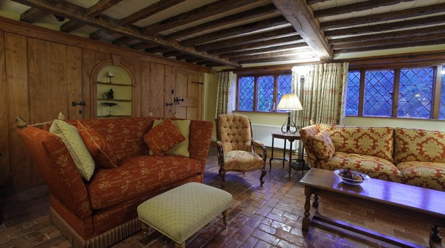 17th Century Cottage Traditional Living Room London
