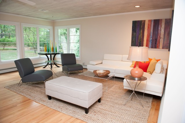 1950 39 s raised ranch given a young fresh modern look for Raised ranch living room ideas