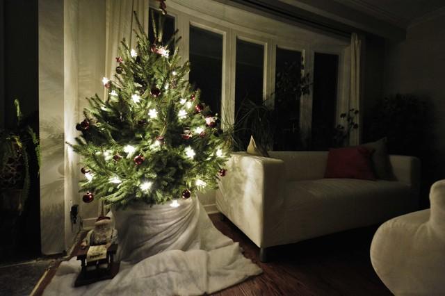 2016 christmas tree lights traditional living room for Living room lighting ideas traditional
