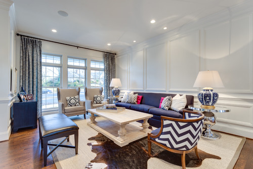 Love these tips for decorating with navy blue. It's such a versatile color that can be used in so many different ways!