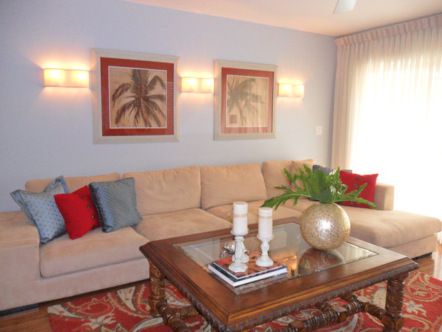 70s  condo to  family friendly get away in Naples tropical living room