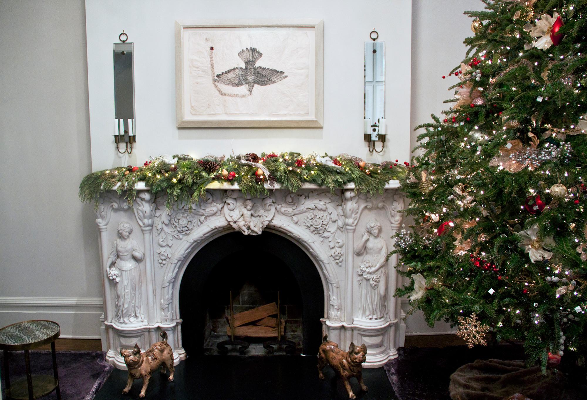 71 Willow Brownstone Christmas Display