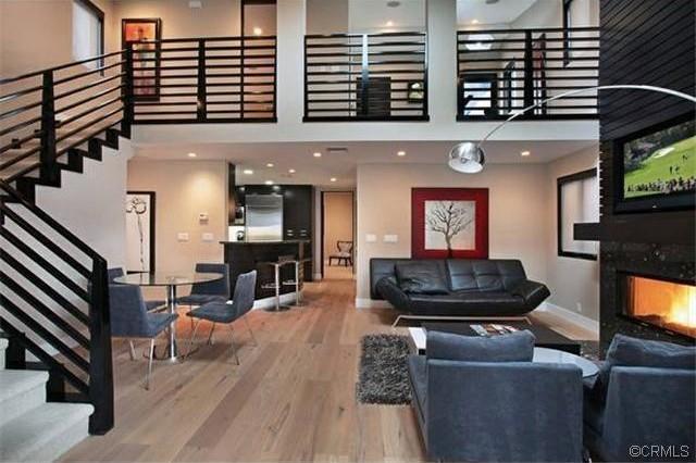 712 1/2 Fernleaf Ave modern-living-room