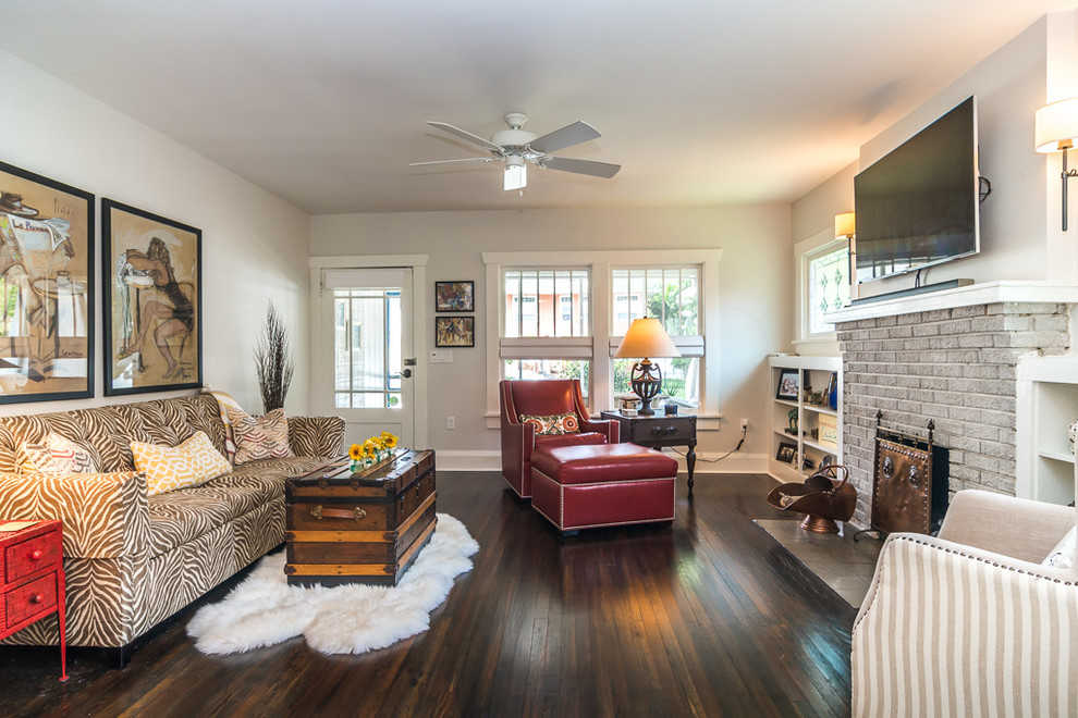 Living room - traditional living room idea in Tampa