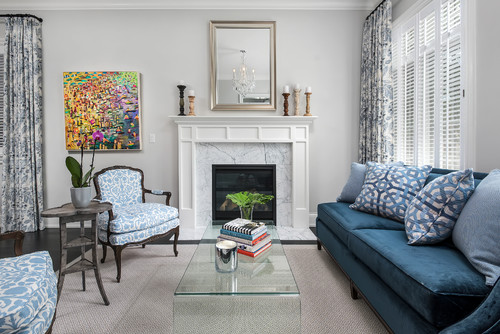 Small living room with lucite table. How to make a small space look bigger #smallspace #decorating