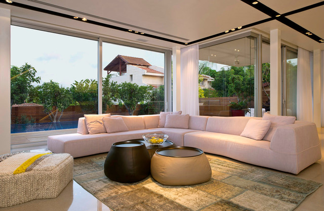 A House at Ramat-Chen (Architects: V-Studio) contemporary-living-room