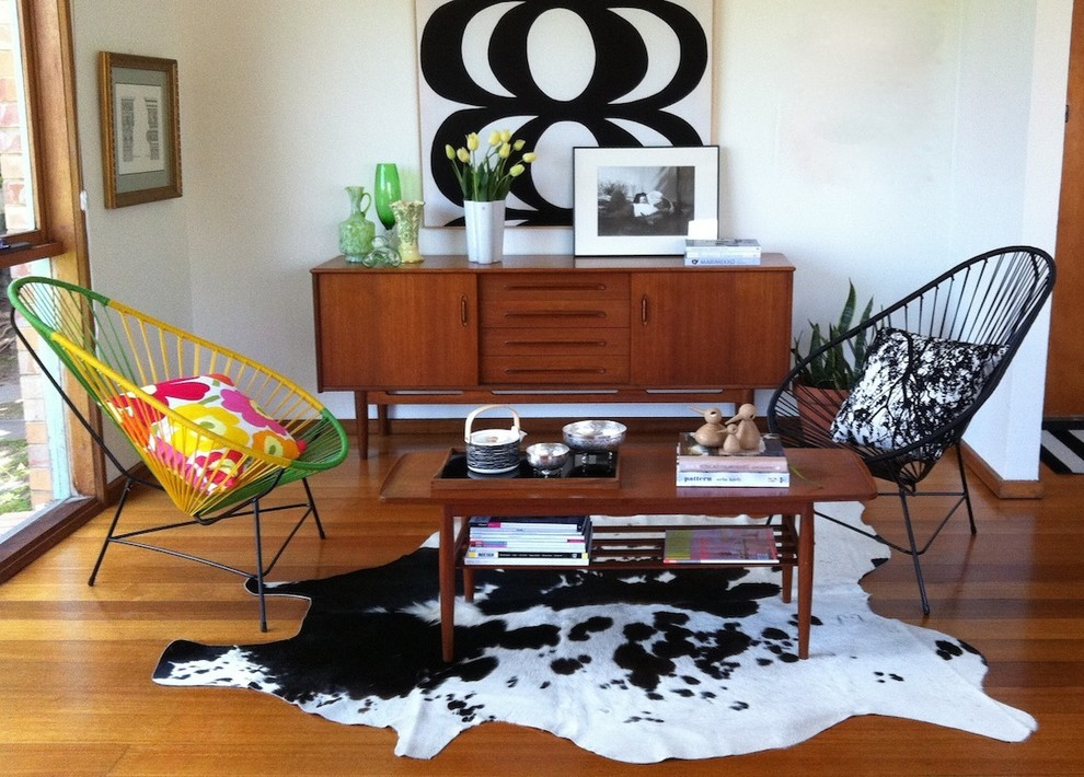 Example of an eclectic living room design in Mexico City
