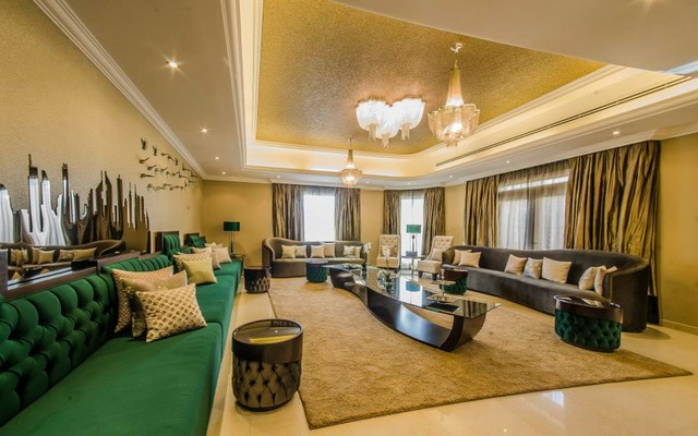 Al barsha dubai uea moderne salon autres perimetres for Home interior decoration llc