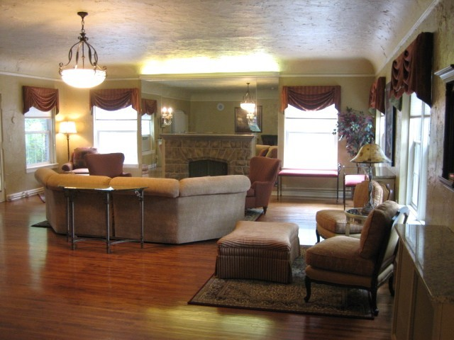 Elegant Alpha Chi Omega Sorority   University Of Nebraska Lincoln Traditional Living  Room