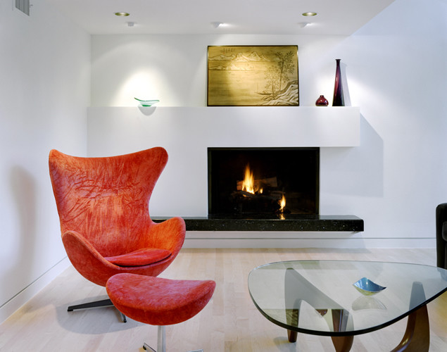 Example of a minimalist living room design in Austin