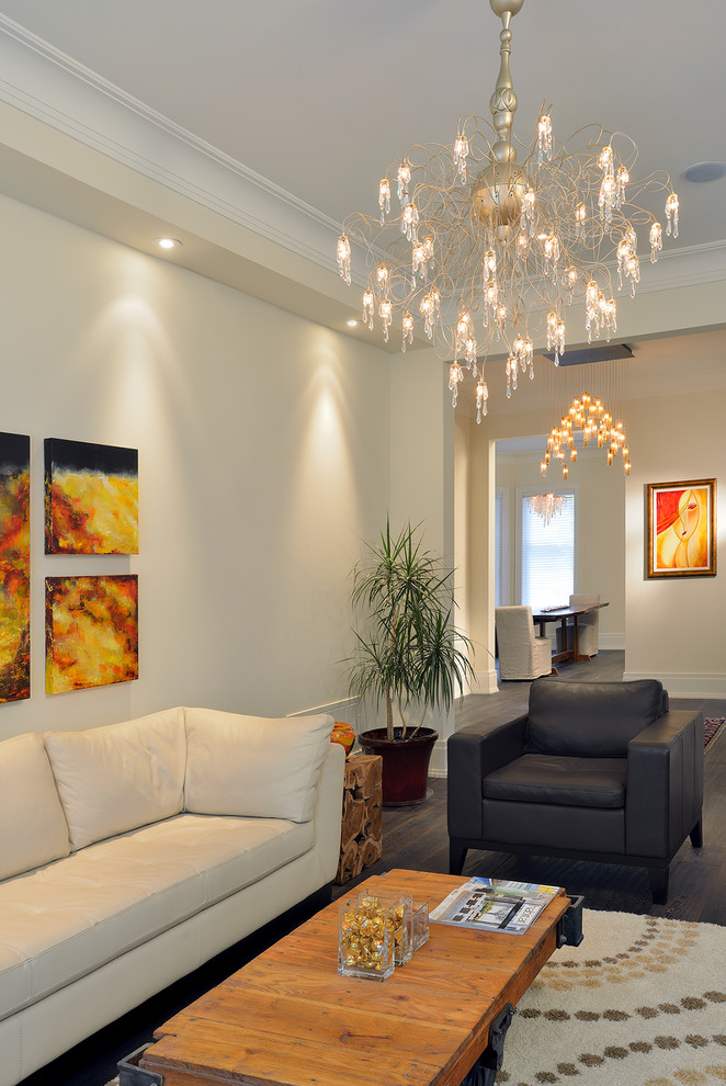 Example of a trendy living room design in Toronto