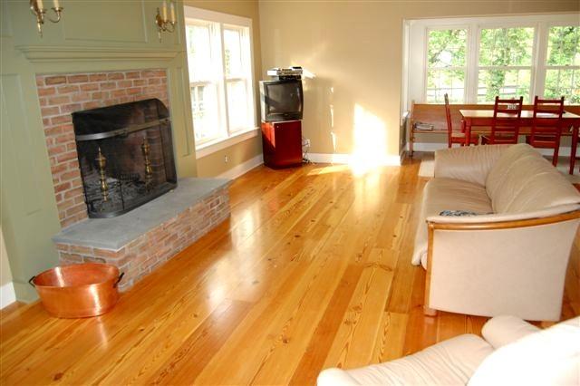 Antique heart pine hardwood flooring traditional for Hardwood floor dealers