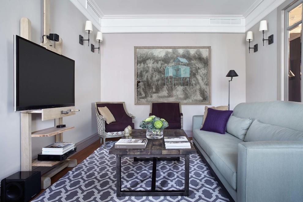На фото: парадные гостиные комнаты в стиле фьюжн с серыми стенами и отдельно стоящим ТВ
