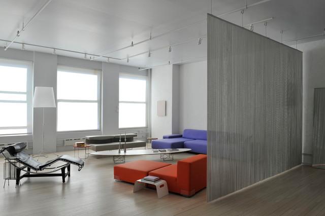 Foto de salón moderno con paredes blancas