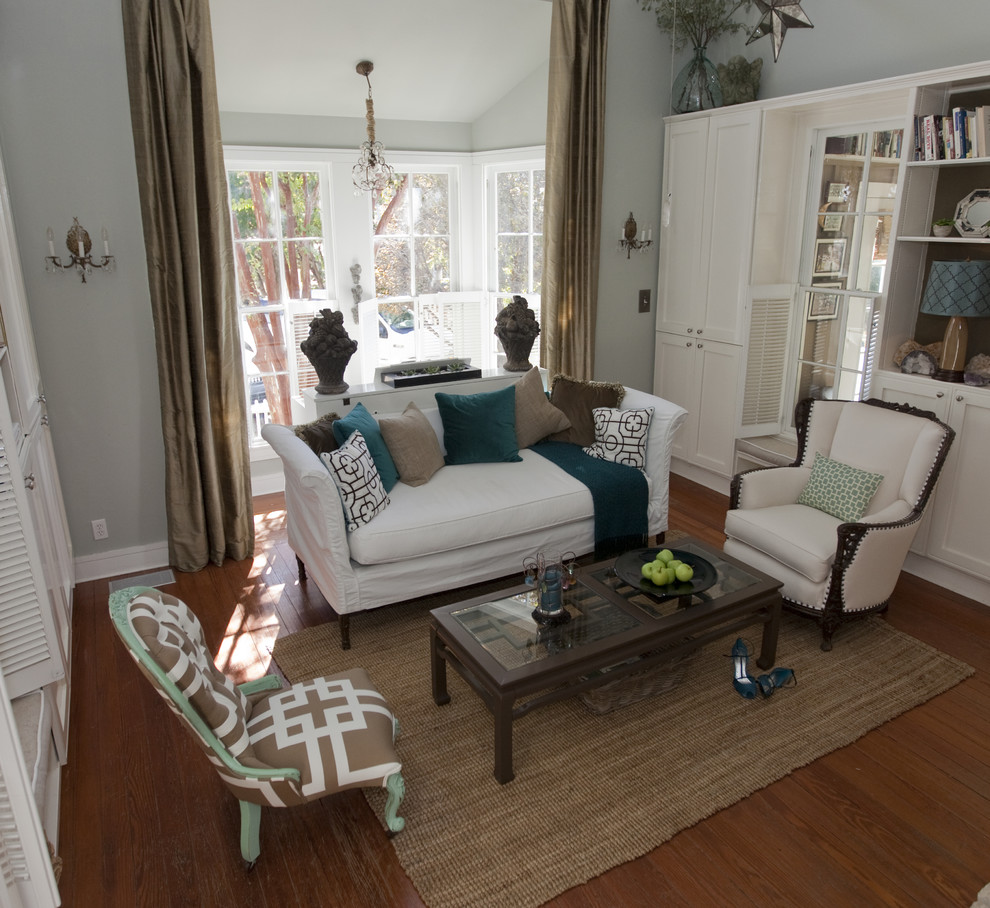 Cottage living room photo in Austin