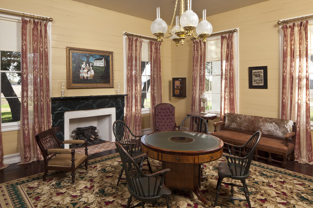 Bastrop County Plantation House Traditional Living