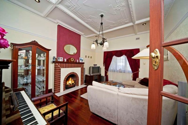 Bayswater traditional-living-room