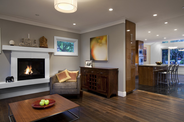 Exceptionnel Trendy Living Room Photo In Vancouver With Gray Walls And A Standard  Fireplace