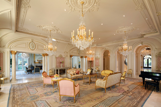 Beverly Hills Traditional Style Mansion Living Room