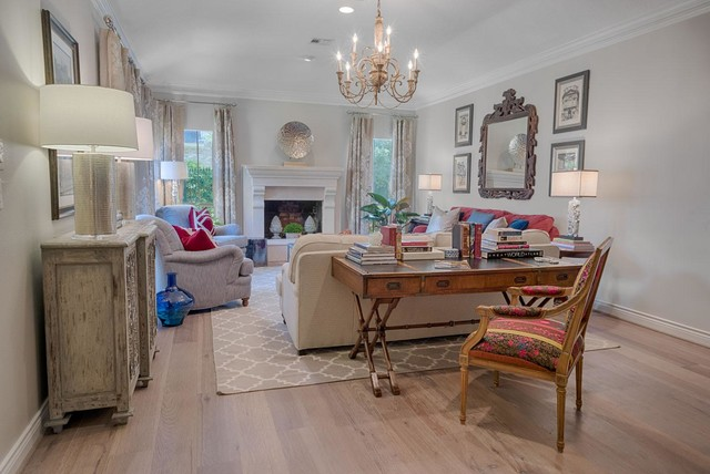 Books And Art, Comfort And Elegance. Transitional Living Room