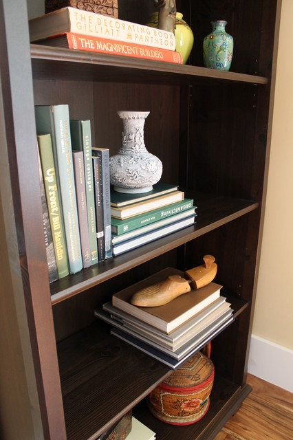 Bookshelf Display of Worldly Items - Traditional - Living ...