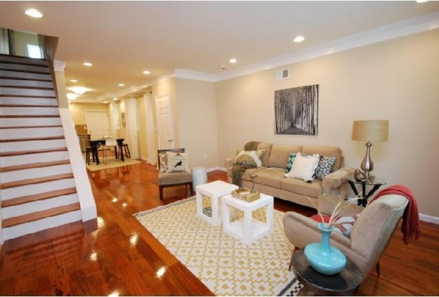 Living Room with Cherry Hardwood Floors 640 x 434