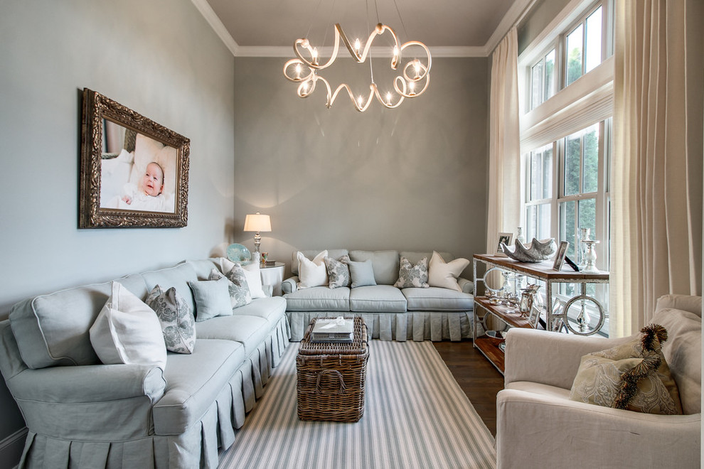 Example of a transitional living room design in Nashville