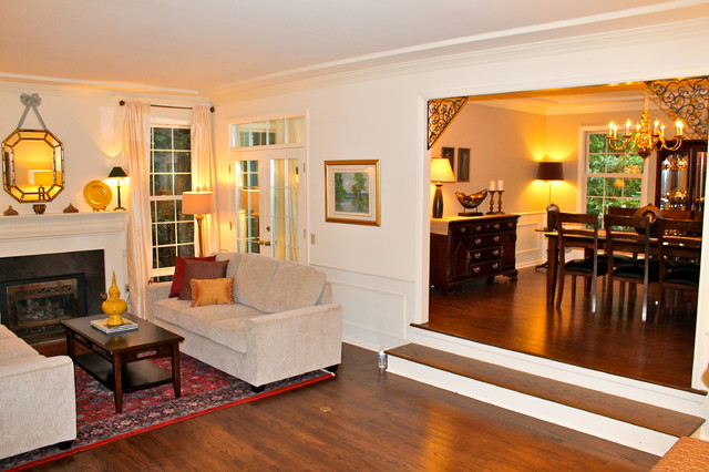 Bridle Trails Traditional Home traditional-living-room