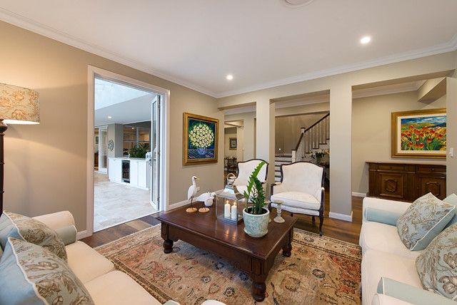 Design ideas for a traditional living room in Brisbane.